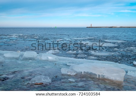 Ice floes in the harbor of Swinemuende/Poland