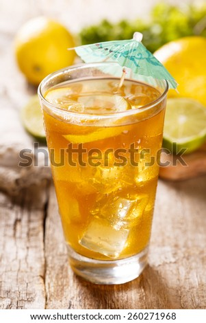 Ice tea with lemon