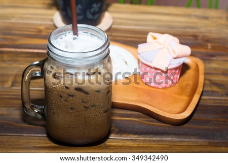 Iced coffee with blueberry cheese cake in table