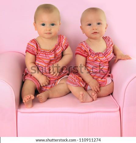 Newborn Identical Twins Twin Babies Sto...