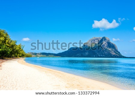 "Ile aux Benitiers with view of ""Le Morne Brabant"", Mauritius, Africa - stock photo"