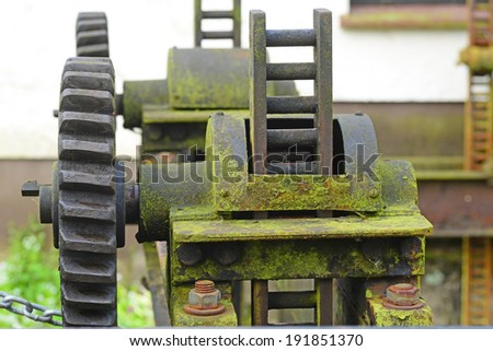 Image of a rusty old sluice gate mechanism - stock photo