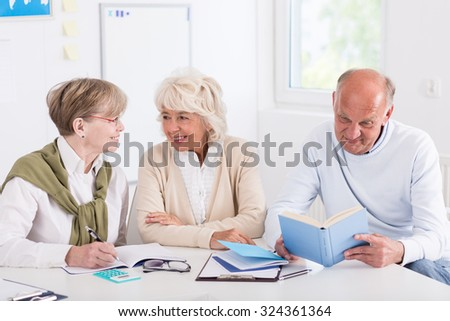 Image of aged members of learning group sitting in class