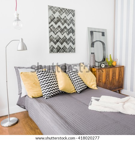 Image of matrimonial bed with grey bedding