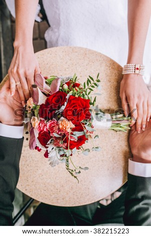 impressive and beautiful wedding flowers and decor in red color