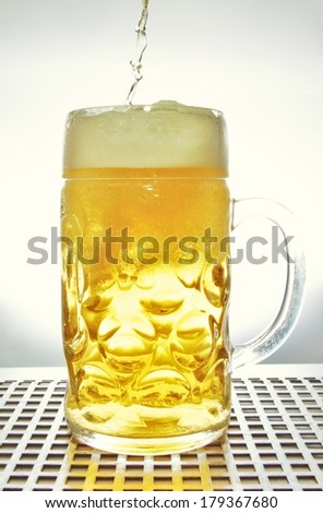incorrectly filled beer mug