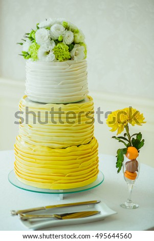incredibly beautiful wedding cake yellow and white color
