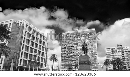Independence Square, the main square in Montevideo. In front, the equestrian statue of Jose Gervasio Artigas. Behind the Gate of the Citadel, Executive Tower (government) & Palacio Estevez. Uruguay.