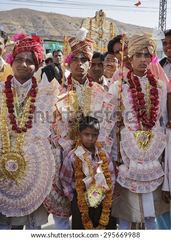 INDIA, Rajasthan, Jaipur; 25 january 2007, indian grooms, dressed with local money bills, going to their wedding - EDITORIAL - stock photo