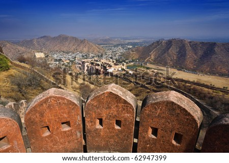 India, Rajasthan, Jaipur, the Amber Fort, the external walls of the Amber Fort, the Amber Palace in the background - stock photo