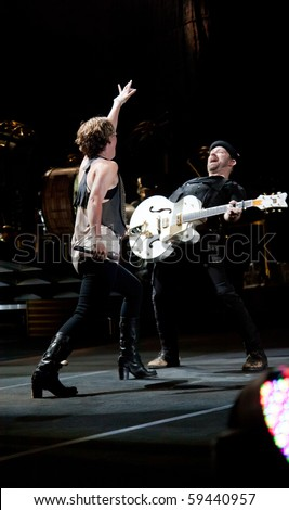 INDIANAPOLIS - AUGUST 20: Singer Jennifer Nettles and Guitarist Kristian Bush of the country band Sugarland performs at the Indiana State Fair on August 20, 2010 in Indianapolis, Indiana.