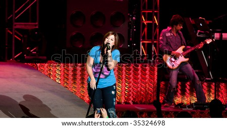 INDIANAPOLIS - AUGUST 14: Singer Kelly Clarkson  performs at the Indiana State Fair on August 14, 2009 in Indianapolis, Indiana