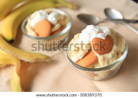 Individual servings of a Southern USA classic dessert made with bananas, vanilla pudding and whipped cream