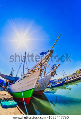Indonesian traditional boats. Indonesian sailor have been using this kind of boat to sail as far as Africa since 14 century.