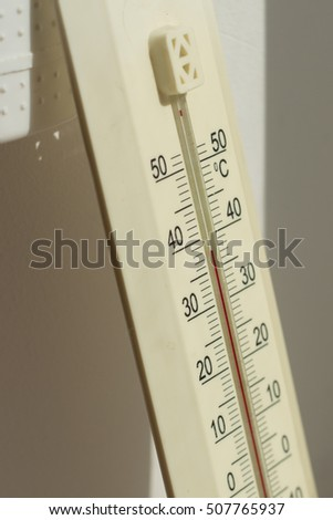 Indoor thermometer shows 40 degrees Celsius / room thermometer