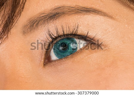 Inexperienced colored contact lenses and eyelashes extension