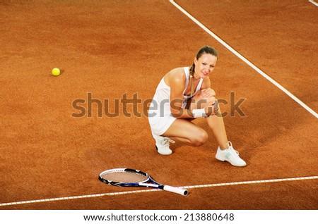 Ingured tennis female player - stock photo