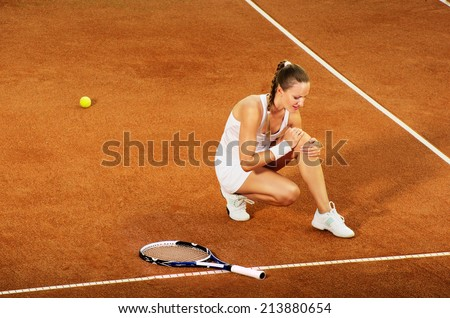 Ingured tennis female player - stock photo
