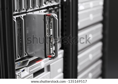Install or removes a blade server in a data center.