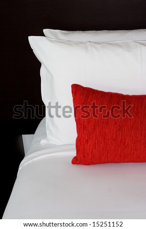 interior decor - bedroom pillows and sheets