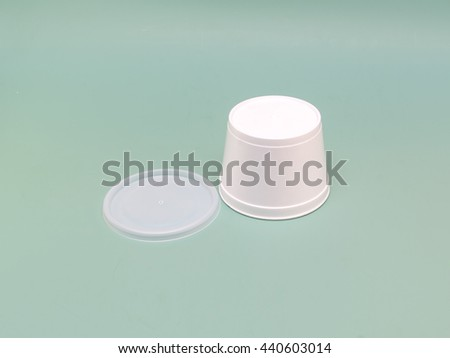 inverted fast food container with a lid Hot food and drinks on a green background - stock photo