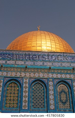 Israel: details of the mosaics and the Dome of the Rock on September 6, 2015. The Dome of the Rock, holy place for Muslims, is decorated with glazed ceramic tile, mosaics and gilt aluminum