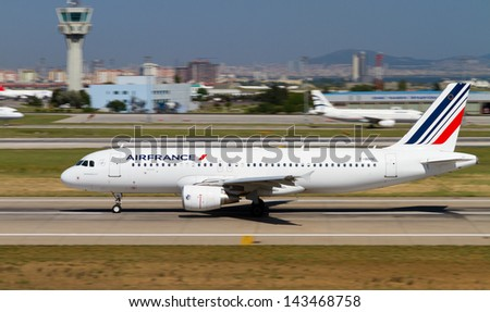 ISTANBUL - MAY 26: Air France Airbus A320-214 accelerate to takeoff at Ataturk Airport on May 26, 2013 in Istanbul, Turkey. AF is the national flag carrier airline of France with 254 aircraft. - stock photo