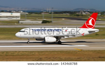 ISTANBUL - MAY 26: Turkish Airlines Airbus A319-132 accelerate to takeoff at Ataturk Airport on May 26, 2013 in Istanbul, Turkey. Airbus A319 introduced in 1996 and 1,522 aircraft produced. - stock photo