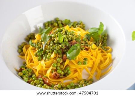 Italian meal with pasta, peas and bacon