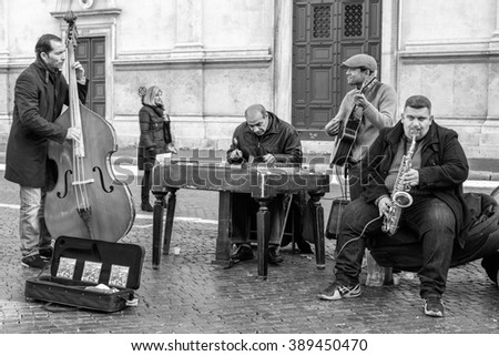 Italy, Rome, 13/12/2015, Fenomenal street performers making a very good sound for people