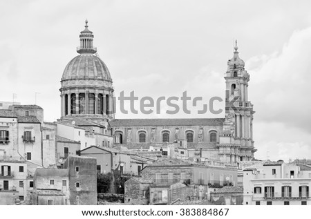 Italy, Sicily, Ragusa Ibla, view of the baroque town and St. George's Cathedral dome