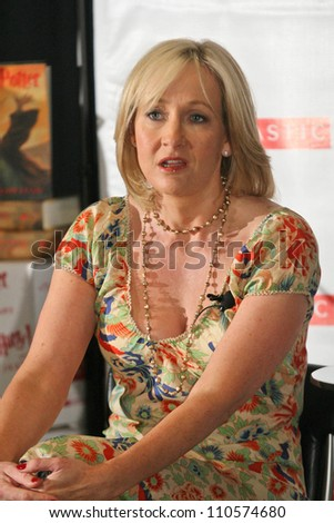 """J.K. Rowling at a press conference to promote her """"Open Book Tour"""". Kodak Theatre, Hollywood, CA. 10-15-07 - stock photo"""