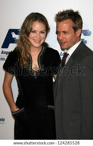 jacinda barrett and gabriel macht  Jacinda Barrett And Gabri...