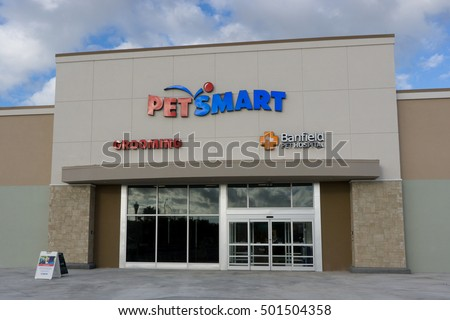 JACKSONVILLE BEACH, FLORIDA - OCTOBER 20, 2016: The front of a Petsmart store. PetSmart is a retail chain operating in North America which engages in the sale of specialty pet supplies and services.