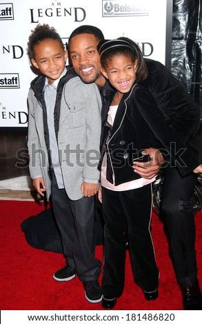 Jaden Smith, Will Smith, Willow Smith at Premiere of I AM LEGEND, WAMU Theatre at Madison Square Garden, New York, NY, December 11, 2007 - stock photo