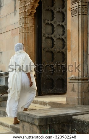 Jain nun on the pilgrimage to the holy Palitana top in the Gujarat state in India