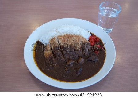 japanese food fry pork tongkatsu curry with glass of water