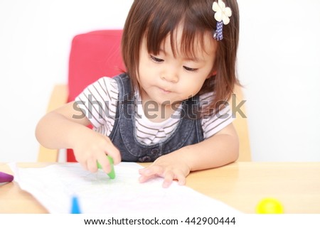 Japanese girl drawing a picture (1 year old)