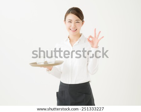 Japanese woman working part-time at a cafe