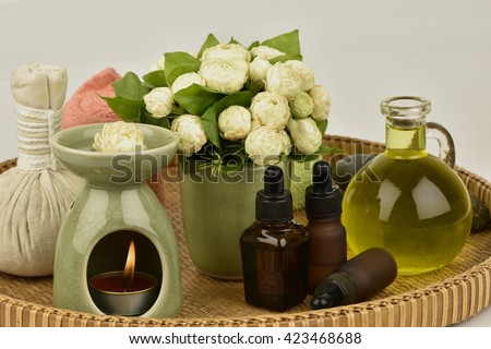 Jasmine Essential Oil: sweet, fresh smell. Feeling refreshed, with medicinal properties, in aromatherapy, relieve muscle pain and pain in the last month (PMS), nourishes the skin.