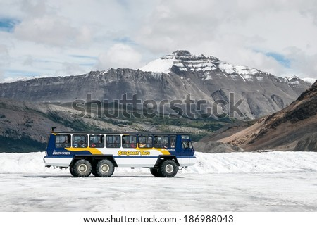 JASPER, ALBERTA/CANADA - AUGUST 9 : Snow coach on the Athabasca Glacier in Jasper National Park Alberta Canada on August 9, 2007. Unidentified people.