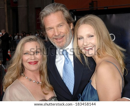 Jeff Bridges, Family at Premiere IRONMAN, Grauman's Chinese Theatre, Los Angeles, CA, April 30, 2008