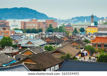Jeonju, Korea   August 16, 2015 : Korean Traditional Roofing Tile House In  Jeonju