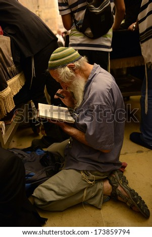 JERUSALEM - JULY 18: Jewish prays in the Wailing wall during the Jewish holy day of Tisha B'av, on July 18, 2013 in old Jerusalem, Israel - stock photo