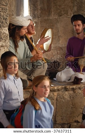 JERUSALEM - OCTOBER 9 : Jewish Yemen musicians perform at Jaffa Gatein during Jewish holiday of Sukkot October 9, 2006 in Jerusalem.