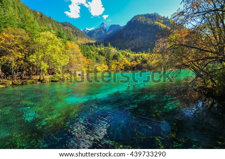 Jiuzhaigou Valley is part of the Min Mountains on the edge of the Tibetan Plateau and stretches over 72,000 hectares. It is known for its many multi-level waterfalls, colorful lakes,snow-capped peaks.