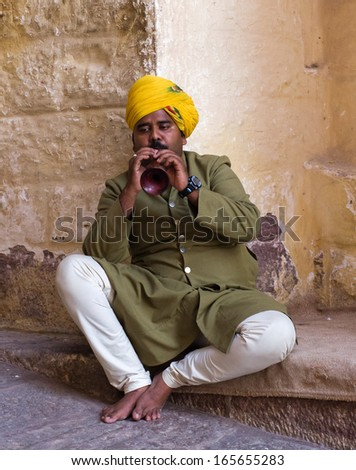 JODHPUR, INDIA - SERT 20: Indian musician in traditional dress playing musical instruments in Meherangarh fort, on Sept 20, 2013 in Jodhpur, India