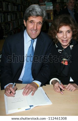 "John Kerry and Teresa Heinz Kerry at an instore event to promote the new book ""This Moment on Earth"". Duttons Brentwood, Los Angeles, CA. 04-04-07 - stock photo"