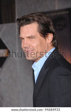 "Josh Brolin at the Los Angeles premiere of his new movie ""No Country for Old Men"" at the El Capitan Theatre, Hollywood, CA. November 5, 2007  Los Angeles, CA Picture: Paul Smith / Featureflash"