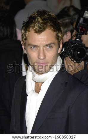 Jude Law at the premiere of ALFIE, Ziegfeld Theatre, NY October 18, 2004